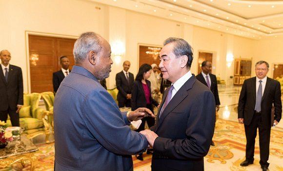 Djibouti/Chine : Guelleh autorise Pékin à utiliser leur base militaire sans limitation d'activité comme les Américains et les Français.